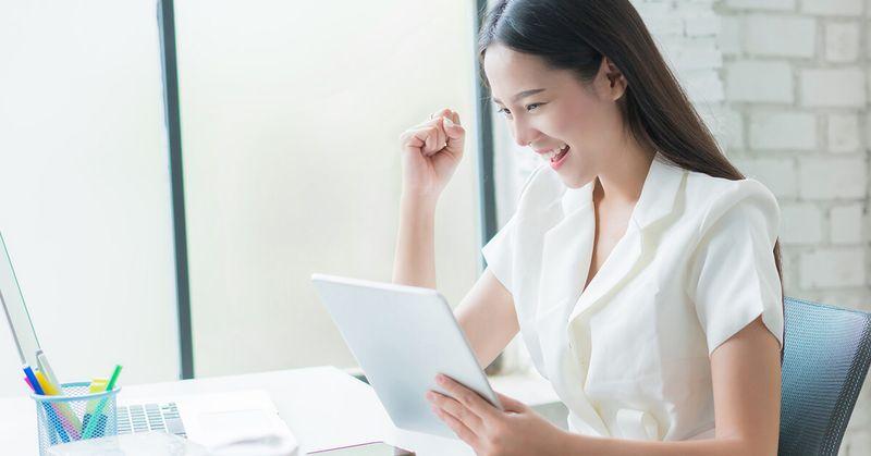 Lady happy at work - SingSaver