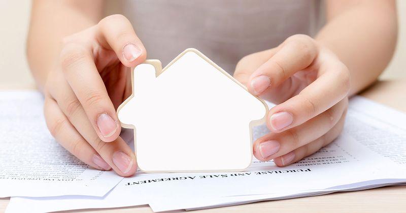 Lady holding a cardboard house - SingSaver