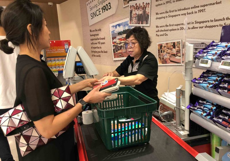 The OCBC 365 credit card offers 6% cashback across all supermarket and online grocery spends.